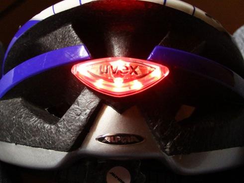 UVEX Rücklicht im ALPINA Helm